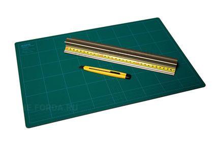 Коврик зеленый непрорезаемый 450*300*3 мм (арт. 21990150)